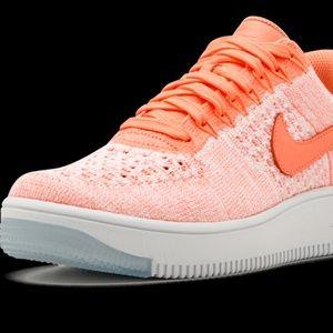 Nike AF1 Flyknit Low Sneaker
